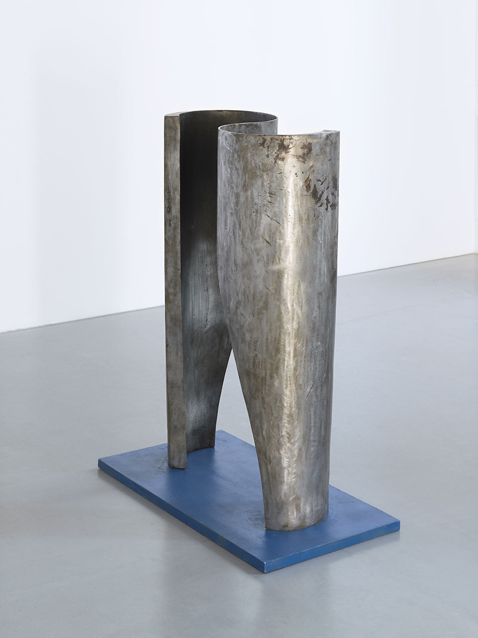 Sacrum IV, 1972 stal; 100 x 65 x 32 cm