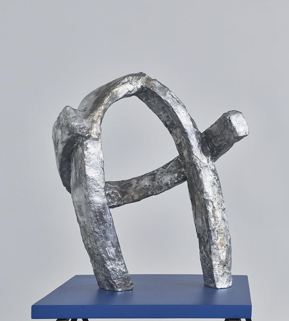Sacrum I, 1972, odlew aluminiowym, 61 x 65 x 14 cm