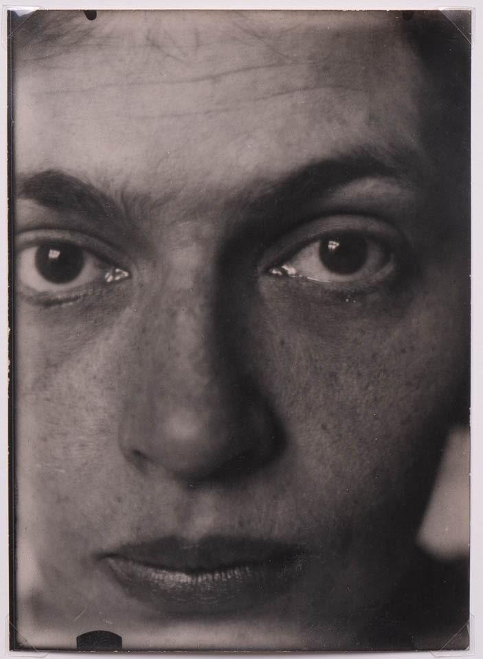 Jadwiga Unrug Witkiewicz, c. 1923odbitka żelatynowo-srebrowa na papierze fotograficznym, 17.8 x 12.8 cm