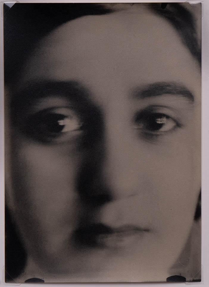 Anna Oderfeld, c. 1912odbitka żelatynowo-srebrowa na papierze fotograficznym, 17.5 x 12.7 cm