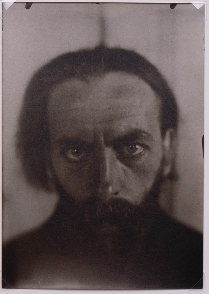 Tadeusz Langier, c. 1912odbitka żelatynowo-srebrowa na papierze fotograficznym, 17.6 x 12.3 cm
